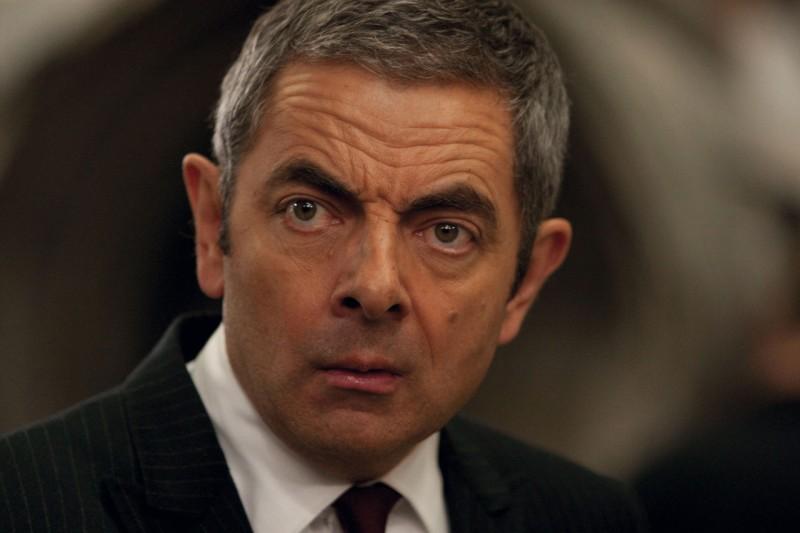 Il simpatico Rowan Atkinson in una scena di Johnny English: La Rinascita