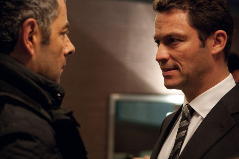 Johnny English: La Rinascita, Rowan Atkinson e Dominic West in una scena del film