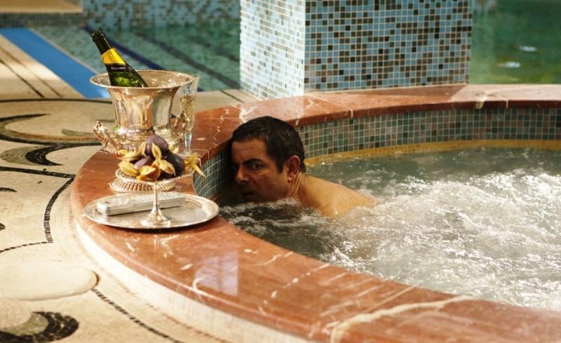 Rowan Atkinson in una scena di Johnny English: La Rinascita