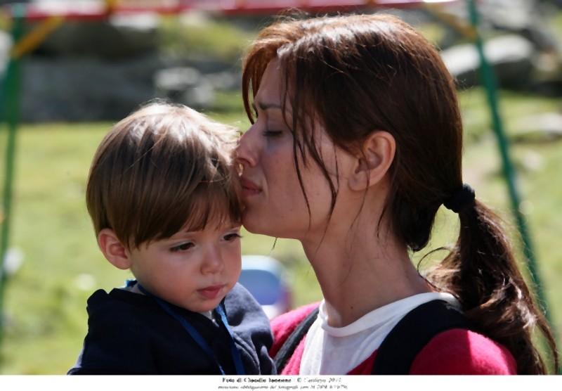 Claudia Pandolfi è Marina, una mamma in crisi nel dramma Quando la notte