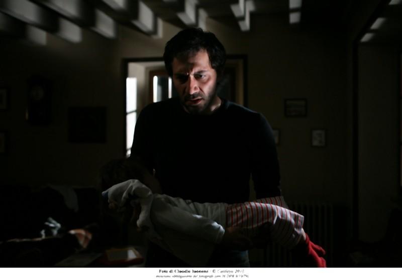 Filippo Timi in una drammatica scena di Quando la notte di Cristina Comencini