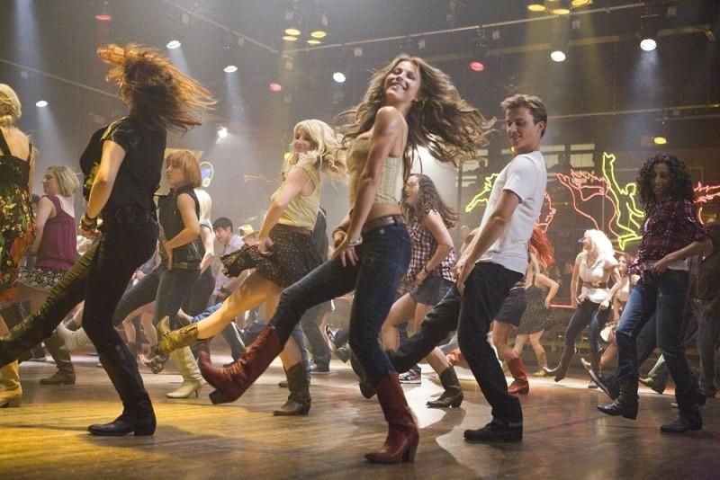 Footloose (2011) Kenny Wormald e Julianne Hough in una scena