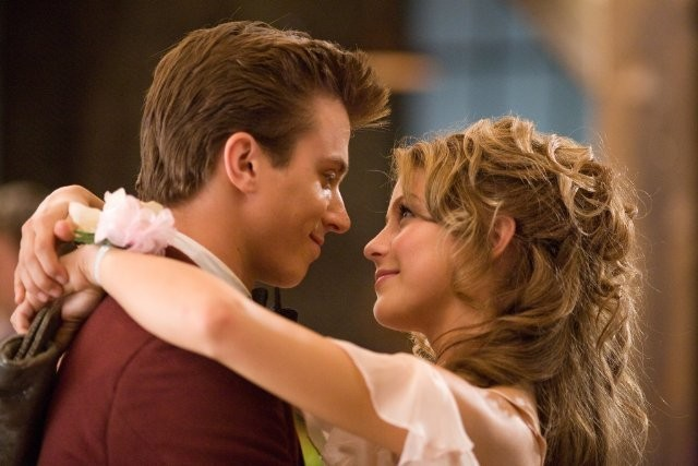 Footloose (2011) Kenny Wormald e Julianne Hough sono i protagonisti del remake