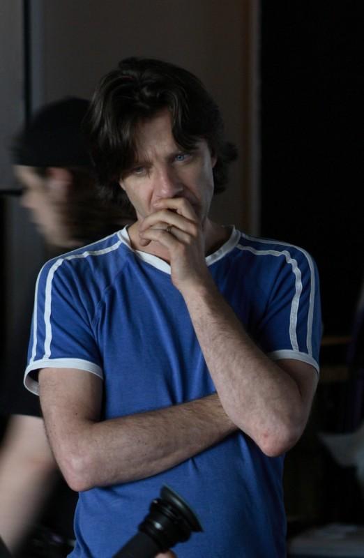 Il regista James Marsh in una foto sul set di Project Nim