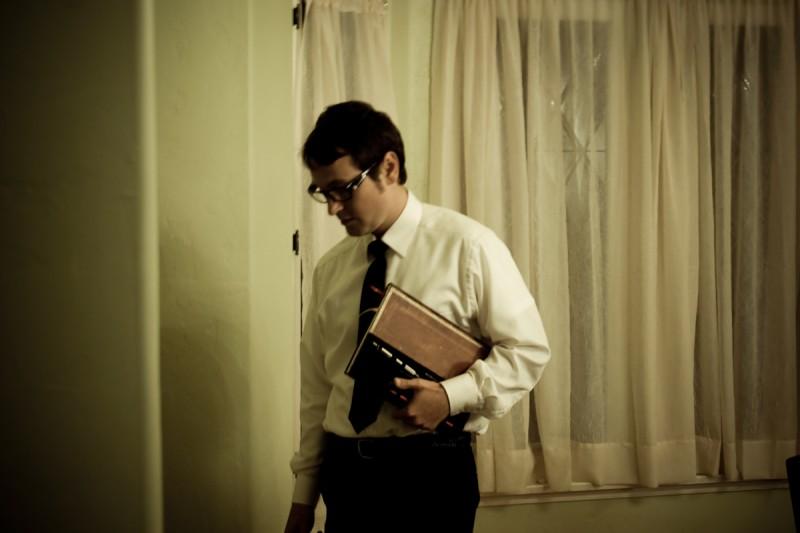 Insidious: Leigh Whannell è Specs in una scena dell'horror diretto da James Wan