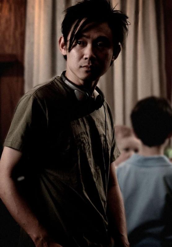 James Wan riflessivo in un'immagine dal set di Insidious