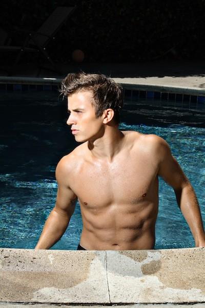 Kenny Wormald, una immagine sexy in piscina