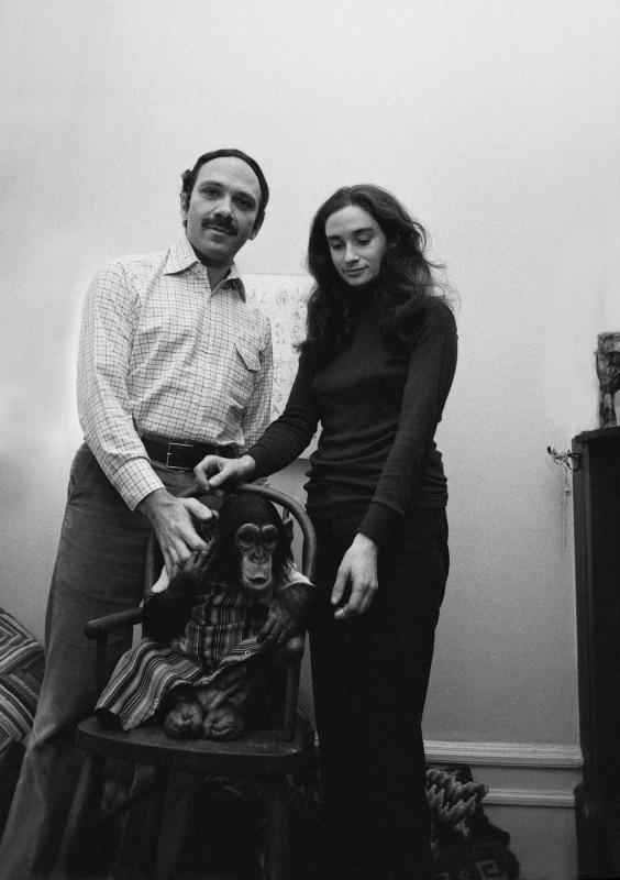La famiglia che ha allevato lo scimpanzé in una scena del documentario Project Nim