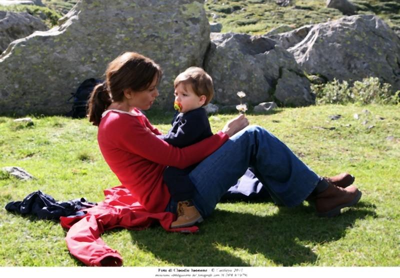 Quando la notte: Claudia Pandolfi nel ruolo di Marina in una scena del film col bambino