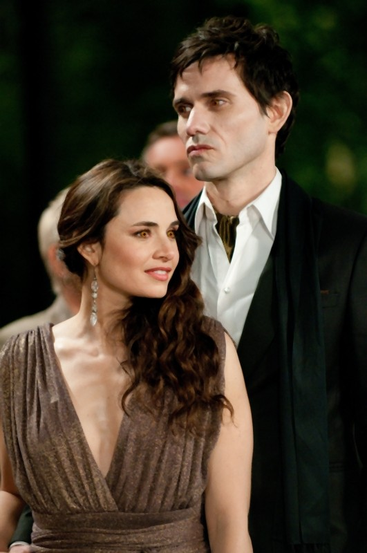The Twilight Saga: Breaking Dawn - Parte 1, Mía Maestro e Christian Camargo in una scena del film