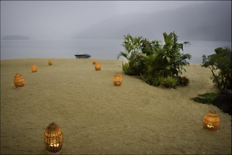 The Twilight Saga: Breaking Dawn - Parte 1, un'immagine della spiaggia piena di lanterne