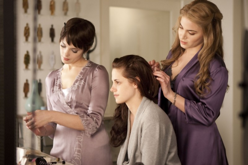 The Twilight Saga: Breaking Dawn - Parte I, Kristen Stewart insieme a Nikki Reed e Ashley Greene