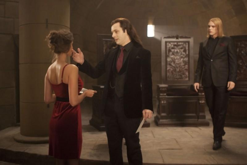 The Twilight Saga: Breaking Dawn - Parte I, Michael Sheen e Jamie Campbell Bower in una cupa scena del film