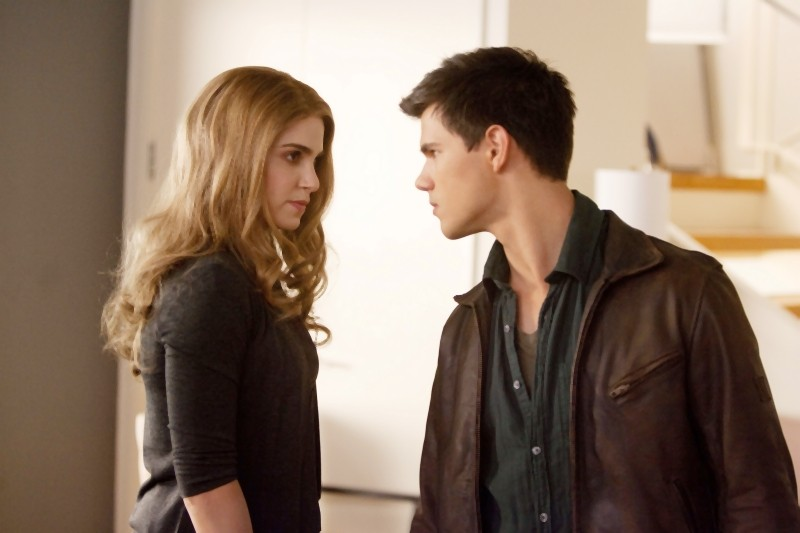 The Twilight Saga: Breaking Dawn - Parte I, Taylor Lautner e Nikki Reed in una scena del film
