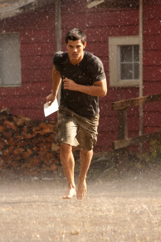 The Twilight Saga: Breaking Dawn - Parte I, Taylor Lautner in azione in un'immagine del film