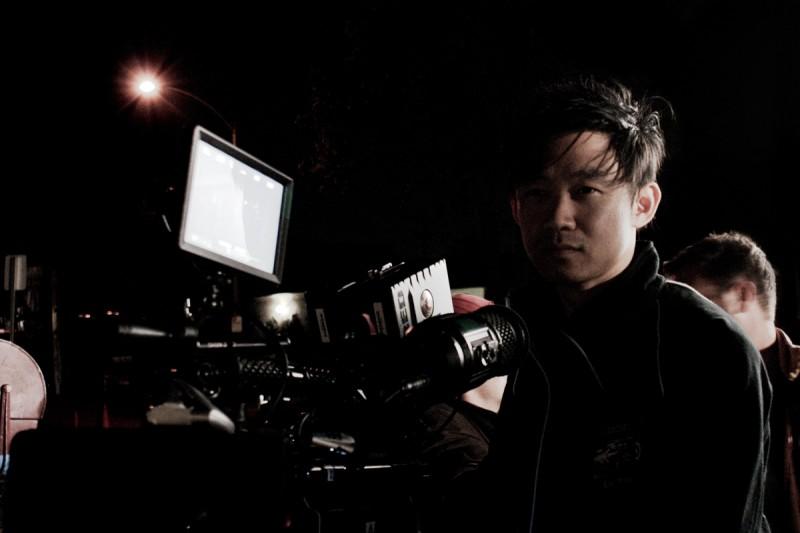Un'immagine di James Wan sul set di Insidious