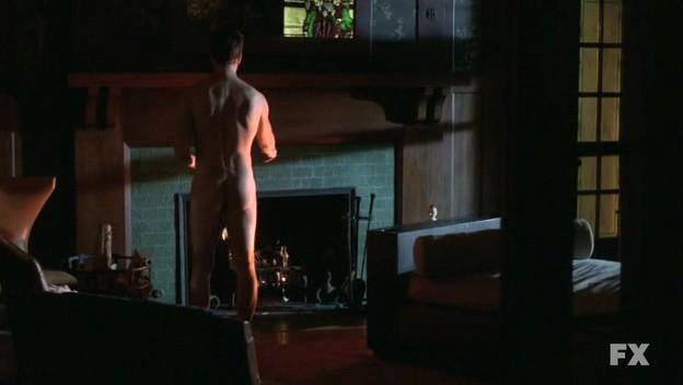 American Horror Story: Dylan McDermott in una scena del pilot