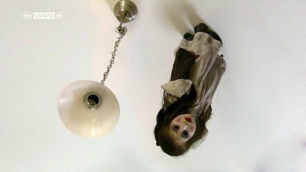 I fantasmi di Bedlam, prima stagione, episodio Hide and Seek: una presenza spettrale si manifesta sul soffitto