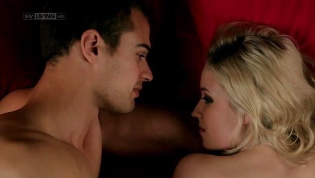 I fantasmi di Bedlam: Theo James e Lily Loveless nell'episodio Inmates della prima stagione