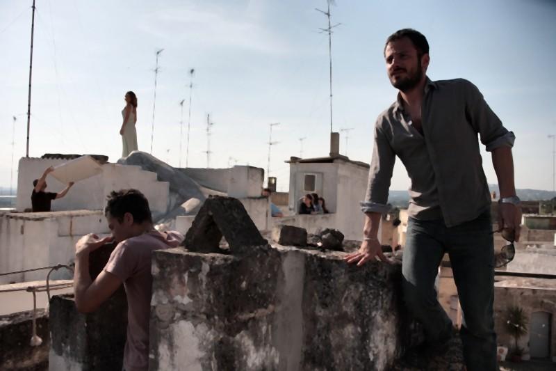 Aylin Prandi, Luca Schipani e il regista Pippo Mezzapesa sul set de Il paese delle spose infelici