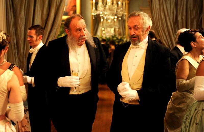 David Ryall e Jonathan Pryce in una scena del film Hysteria