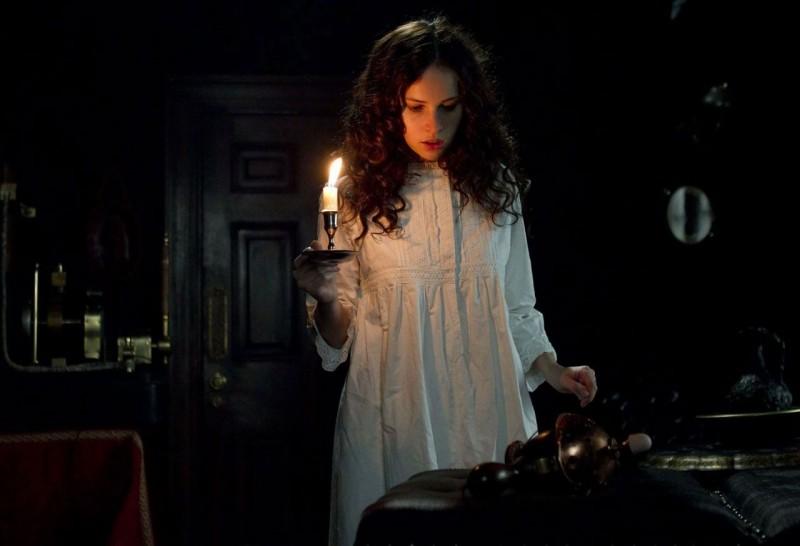 Felicity Jones in una scena di Hysteria