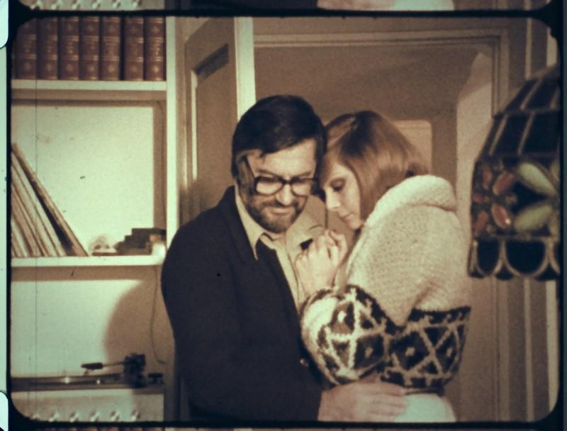 L'illazione: Lelio Luttazzi e Anna Saia si baciano in una scena del film del 1972