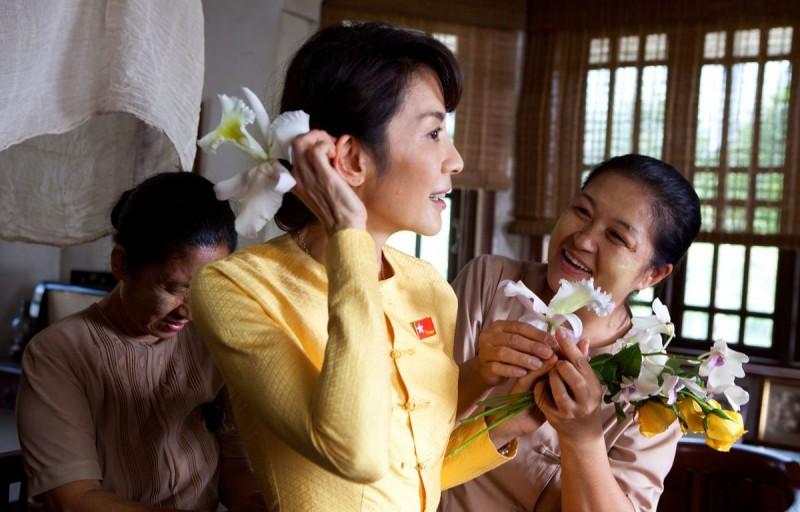 Michelle Yeoh è Aung San Suu Kyi nel film The Lady di Luc Besson