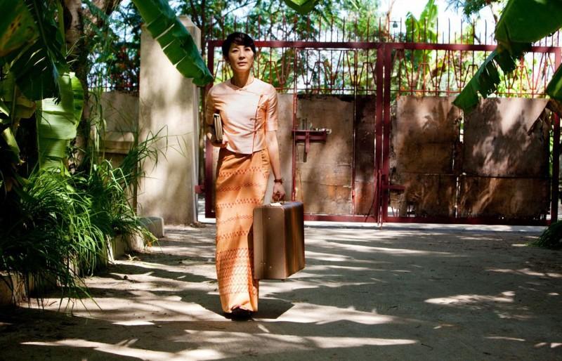Michelle Yeoh in The Lady veste i delicati panni della pacifista Aung San Suu Kyi