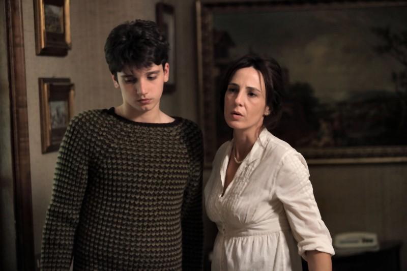Nicholas Orzella e Valentina Carnelutti in una scena del film Il paese delle spose infelici
