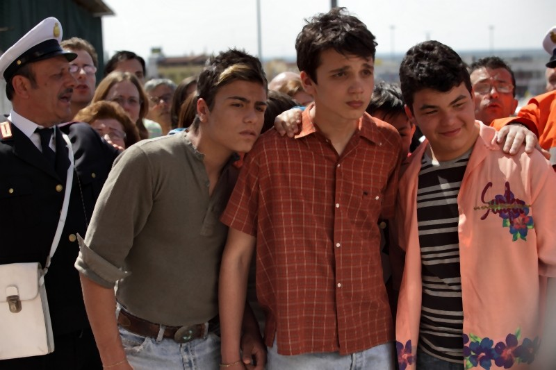 Nicolas Orzella, Luca Schipani e Cosimo Villani in una scena de Il paese delle spose infelici