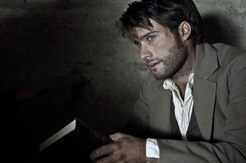 Rodrigo Guirao Diaz in una scena del film tv Violetta