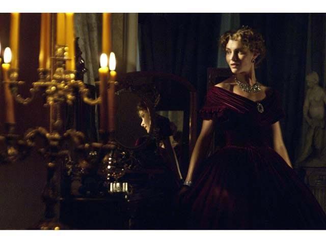 La brava Vittoria Puccini in una scena del film tv Violetta
