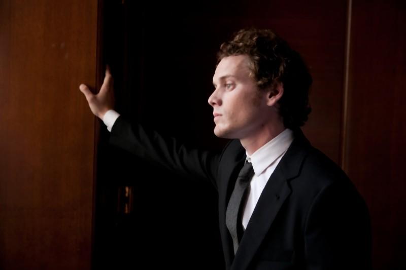 Anton Yelchin nei panni di Jacob in una scena del dramma romantico Like Crazy