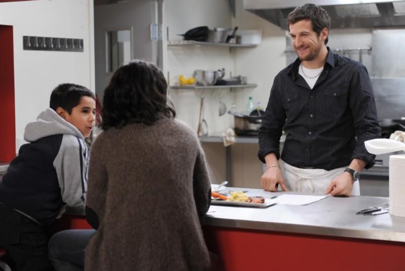 Guillame Canet e Leïla Bekhti in una scena familiare tratta da Une vie meilleure