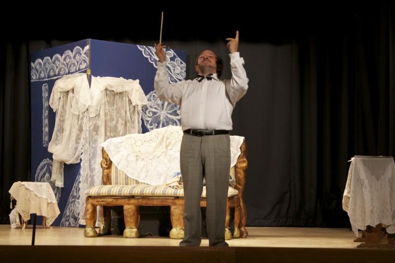 Orfeo Orlando  in scena con Baciami Stupido