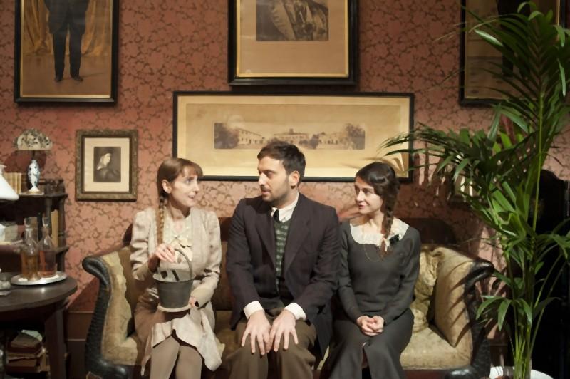Rita Carlini,Cesare Cremonini e Stefania Barca in una scena de Il cuore grande delle ragazze