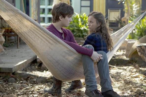 Terra Nova: Allison Miller e Landon Liboiron nell'episodio Bylaw
