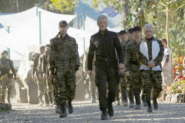 Terra Nova: Stephen Lang in una scena dell'episodio Bylaw