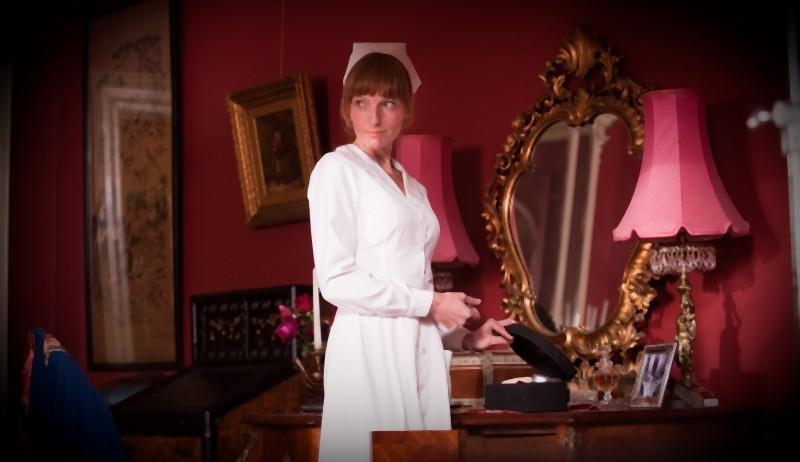 The eye of the storm: Alexandra Schepisi interpreta Flora in una scena del film