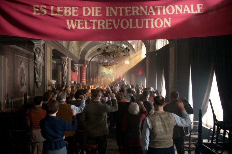 Un'immagine tratta dal film Hotel Lux diretto da Leander Haußmann
