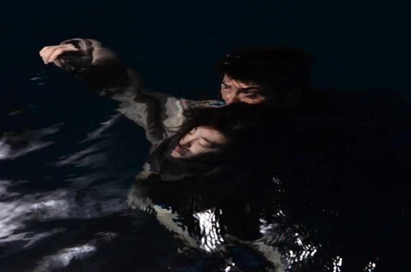 Una suggestiva immagine di Poongsan, il film diretto da Juhn Jaihong