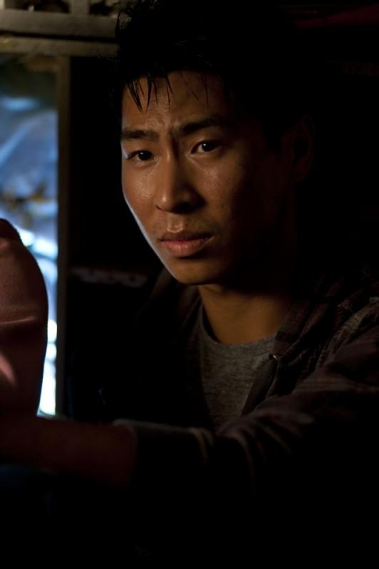 Chris Pang in una scena del film The Tomorrow Series: il domani che verrà