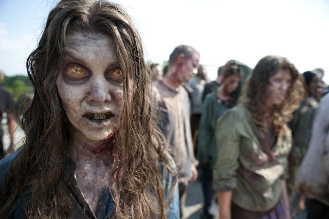 Gli Erranti ne La strada da percorrere, primo episodio della seconda stagione di The Walking Dead
