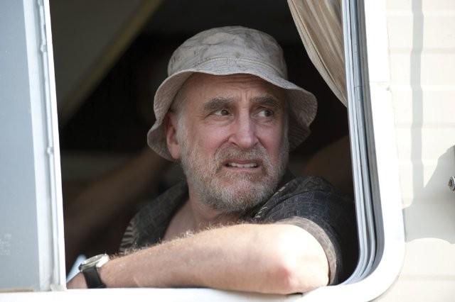 Jeffrey DeMunn è Dale Horvath nell'episodio La strada da percorrere, della seconda stagione di The Walking Dead