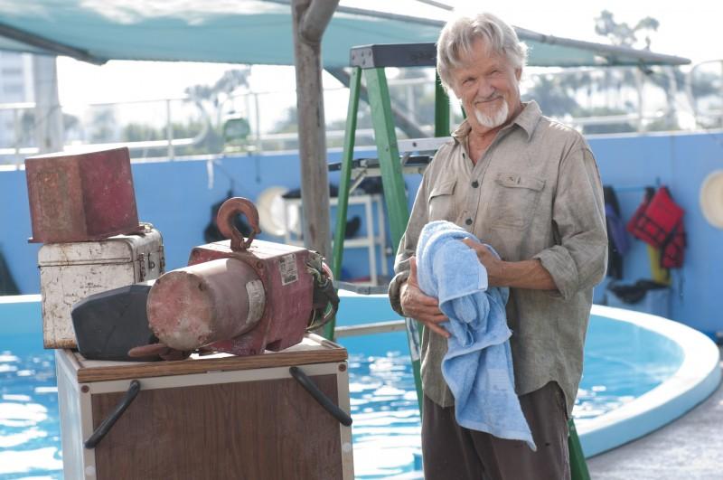 Kris Kristofferson in un'immagine tratta dal film L'incredibile storia di Winter il delfino