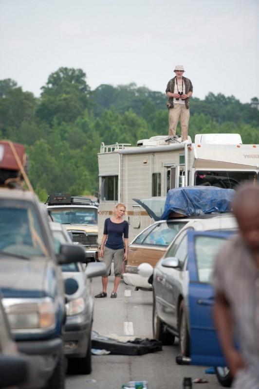 Laurie Holden e Jeffrey DeMunn nell'episodio La strada da percorrere, della seconda stagione di The Walking Dead
