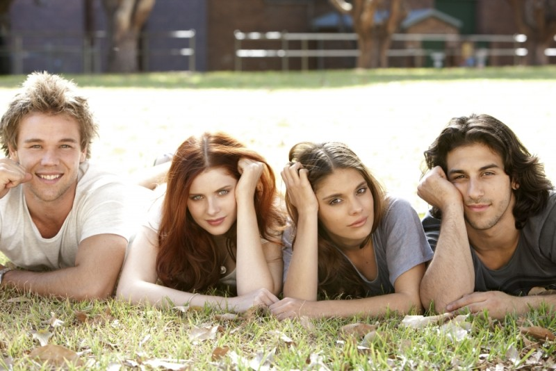 Lincoln Lewis, Caitlin Stasey, Rachel Hurd-Wood e Deniz Akdeniz protagonisti di The Tomorrow Series: il domani che verrà