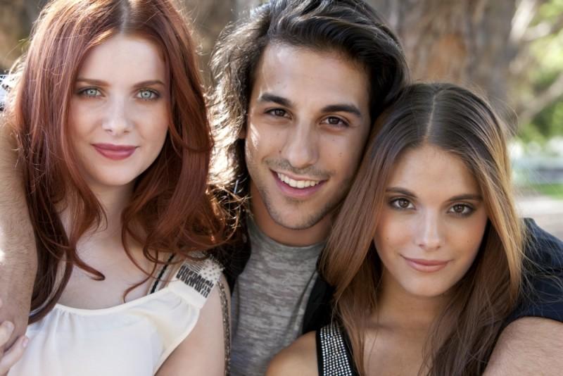 Rachel Hurd-Wood, Deniz Akdeniz e Caitlin Stasey nel cast di The Tomorrow Series: il domani che verrà