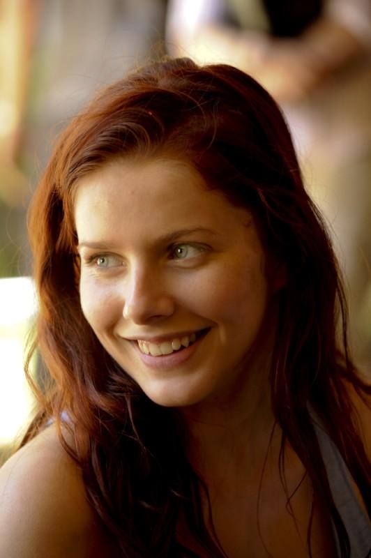 Rachel Hurd-Wood nei panni di Corrie in un'immagine tratta dal film The Tomorrow Series: il domani che verrà
